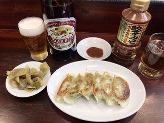 天龍 銀座街店 - ビール大瓶 560円、ギョーザ6ケ 290円