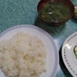 キッチン日の出 - ヒレカツ定食の左側