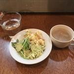 78233381 - サラダとスープと冷たい水。                       美味し。