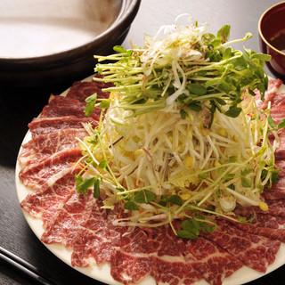 熊本から直送の新鮮な馬肉を、しゃぶしゃぶで堪能