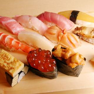 ◇鮮魚・活魚◇毎日仕入れる海の幸は、築地で仕入れる本格派