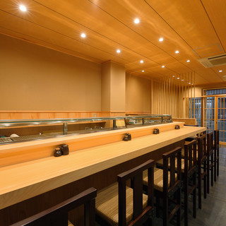 ◇全24席◇和の雰囲気漂う店内でゆったり鮨を楽しんで