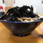 ケンちゃんラーメン - 料理写真:普通750円+岩のり100円