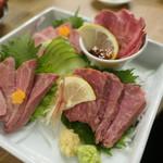 大衆酒場 フタバ - 牛刺し4種盛り