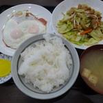高砂食堂 - 野菜炒め定食 750円+単品ハムエッグ