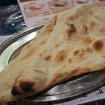 インド料理 スーリヤ - ランチセットのナン