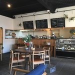 ハングアウトコーヒー - 開放的な店内