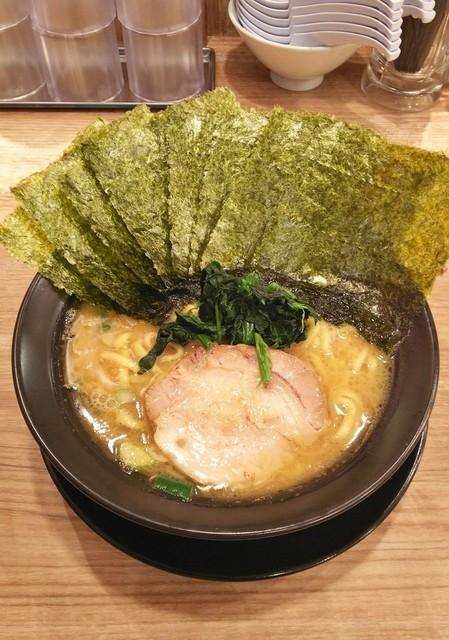 横浜家系ラーメン 武骨家 - ラーメン700円麺硬め。海苔増し100円。