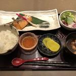 ご馳走たか波 - 北海道産いくらとサーモンの若狭焼き定食