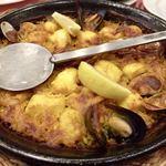 スペイン料理銀座エスペロ - 魚介類のパエジャ 1,700円×2名分 こちらの看板メニューでもあるパエジャ! お米の固さ、こげ具合、味つけ、具の多さと、4拍子揃った一皿でとっても美味しい〜♡