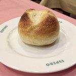 スペイン料理銀座エスペロ - ウニソースが美味しくて、パンが止まらない〜〜(笑)