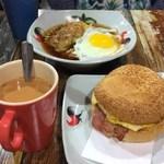 The Farm Cafe - 煙肉芝士蛋包、雙拼出前一丁(雞扒・煎蛋)、奶茶