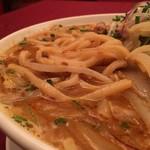 中国料理 翠 - 加水率が低めのうどんを思わす太角麺。