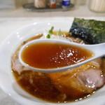 手打ち中華そば 侍 - スープ(  ´∀`)σ)∀`)