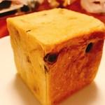 78266579 - 4種のレーズンを使ったぶどうパン