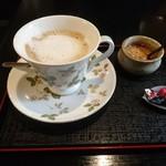 珈琲 時代屋 - カフェラテ  400円   小さなチョコが うれしい(^^)/