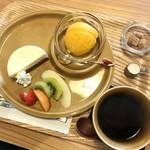 Fran - ランチデザートとコーヒー マンゴーソルベ&ハーフチーズケーキスペキュロス