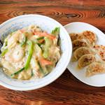 三十一番 - 中華丼と焼きギョーザ