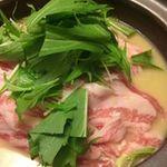 来ル里 - ローズポークと白菜の白味噌鍋。冬の定番鍋。