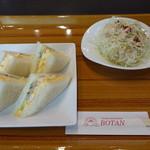 ボタン - 料理写真:2017.12 軽めに済ましたかったのでサンドイッチ(コーヒー、デザート付きで750円)