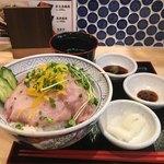 浅草橋 肉寿司 - 生肉ネギトロ丼(890円)