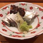 鮨富 - 熊本の小鰭に佐島の蛸の桜煮