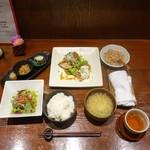78283197 - 揚げ鶏和風ソースかけとチキン南蛮のハーフ&ハーフランチ(1,000円)