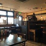 イタリアンカフェ ピアチェーレ - 狭すぎず広すぎず落ち着く店内です