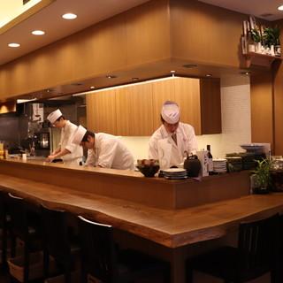 誰もが寛げる洗練された空間で、気軽に和食を楽しんで