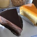 菓子職人 - 右ベイクドチーズ350円、左ザッハトルテ350円