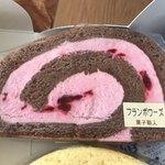 菓子職人 -  カットロール230円(フランボワーズ)