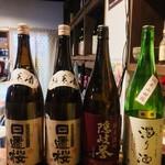 日本酒cafe & 蕎麦 誘酒庵 - カウンター近くに置いてありました
