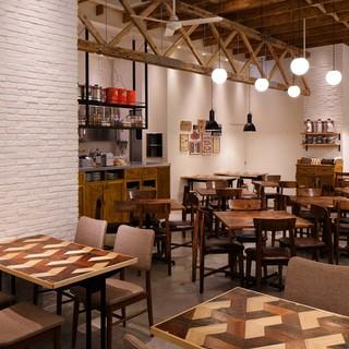 北欧風のインテリアで統一された店内はナチュラルな空間