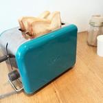 ペンギンベーカリーカフェ - トーストセットのトーストするのは可愛いトースター貸してくれてセルフ 2017/12