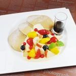 サロン・ド・テ サブリエ - 季節のフルーツとカスタードクリーム