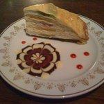 太陽ノ塔 - ミルクレープ(520円)、ケーキセット(コーヒーor紅茶付で850円)