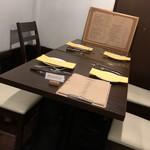 Bistro Sentiment - テーブル席