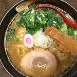 麺屋 五郎蔵 - 「節五郎」「大盛り」上から。刻みネギは青ネギが使用され、刻み玉ネギの白さとの対比が好い。