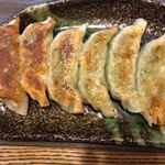 麺屋 五郎蔵 - 「焼き餃子」上から。使用している器のセンスが良く、餃子専用皿としては、今まで見た中、最も美しいものと感じられた。
