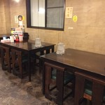 麺屋 五郎蔵 - 『麺屋 五郎蔵』店舗内観「テーブル席」