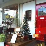 78316001 - まっ赤なアンティークドアがかわいいお店♥