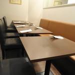 シンプルキッチン - 店内テーブル