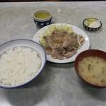 伊勢屋食堂 - 伊勢屋食堂(東京都新宿区北新宿) 豚バラ生姜焼定 700円