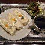 カフェ&バー ウミノ - ハーフサンドセット@800