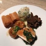 78318286 - 海老の春巻、クラゲ、大根、シュガー、伊達鶏のスモーク、中国湯葉、牛肉と陳皮の甘辛煮。