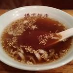 横浜飯店 - スープ デカい。