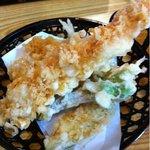 佐野屋 そば店 - 天ぷら海老が大きいです。