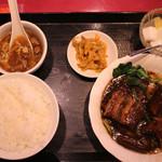 広東飯店 美香園 - 角煮定食