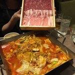 肉山の一階 - 辛々鍋の肉