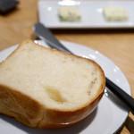 ヤナカ スギウラ - 少し甘くソフトなパン